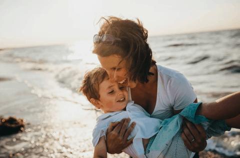 complémentaire mutuelle santé et famille mouton avec enfants
